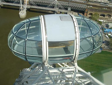 Figure 2: An overhead view of a London Eye capsule showing the glazing geometry